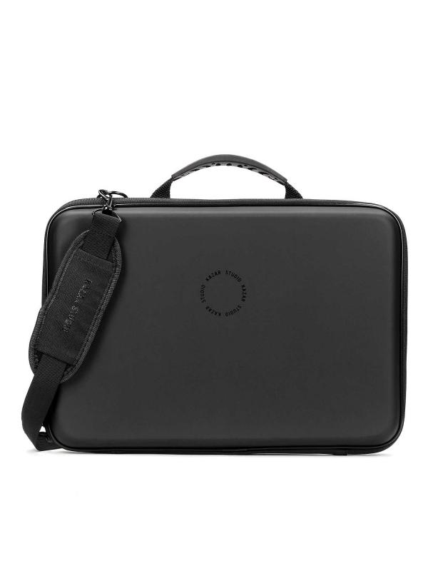 Czarne etui na laptopa